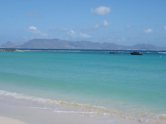 Αγκίλα: French Saint Martin from the shore South shore of Anguilla