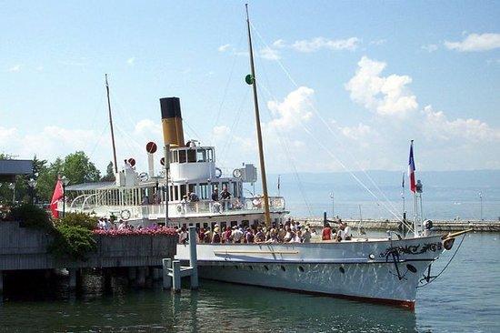 Lausanne, Schweiz: Barquito en el lago. UKPaolo, es el fotografo... Ouchy , Suiza.