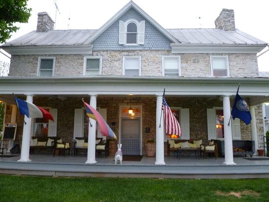 L'Auberge Provencale Restaurant: Main Inn