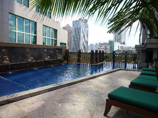 Jw marriott jakarta bath room picture of jw marriott - Hotels in bath with swimming pool ...