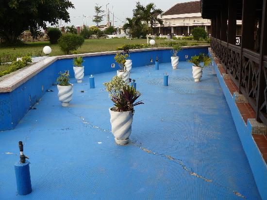 Elmina Beach Resort: a sec