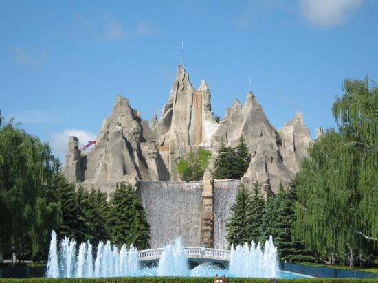 Vaughan, Canada : Paramount Canada's Wonderland Facts 