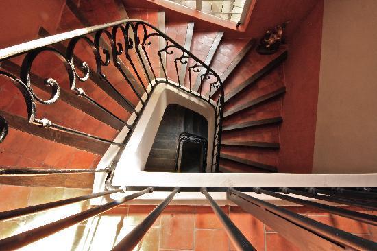 La Maison Sur La Sorgue - Esprit de France : Stairwell