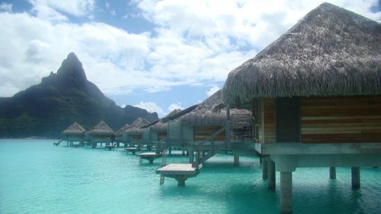 Vaitape, Polynésie française : Uma das maravilhosas vistas que tinhamos acesso do deck do bungalow.