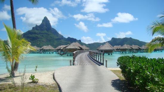 Vaitape, Polinesia francese: Acesso de sonho para as villas (overwater bungalow)