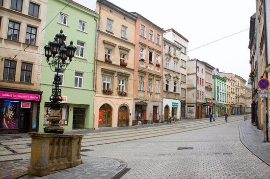 Olomouc, Česká republika: When you roll into town and you have no idea which way to go, just follow the tram street.