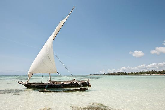 Galu Beach, Kenya: Dhow at the beach
