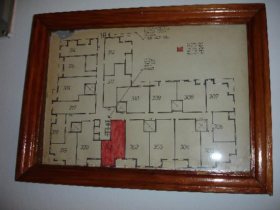 Apartaments Condado : Got to love the almost hand-drawn security plant!