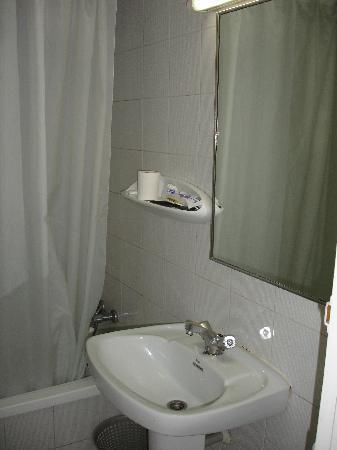 Apartaments Condado : Bathroom