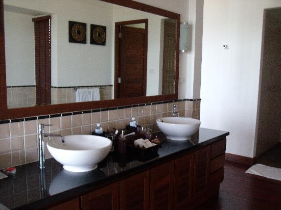 Kanda Residences: Main Bedroom Ensuite