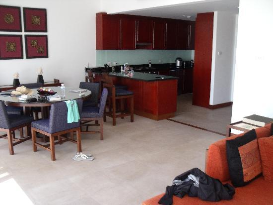 Kanda Residences: Kitchen Area