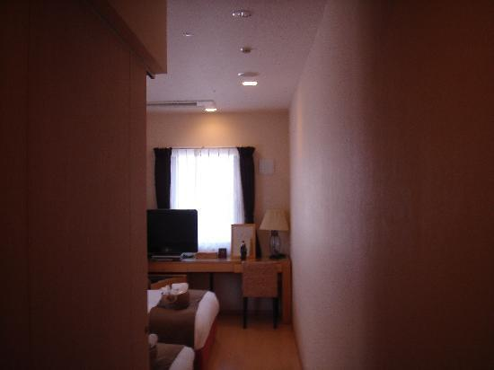 Arietta Hotel Osaka: narrower room in standard