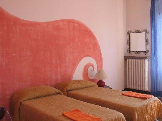 Casa Nuestra : Our room, Rosso!