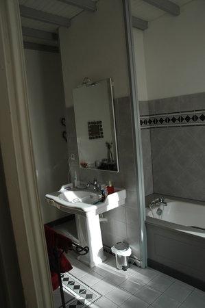 Palmier sur cour : la salle de bains de la chambre