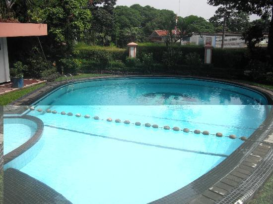 Hotel Pangrango 2: Pool