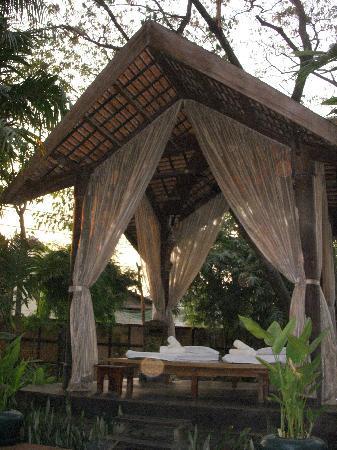 Angkor Village Hotel: hutte pour les massages
