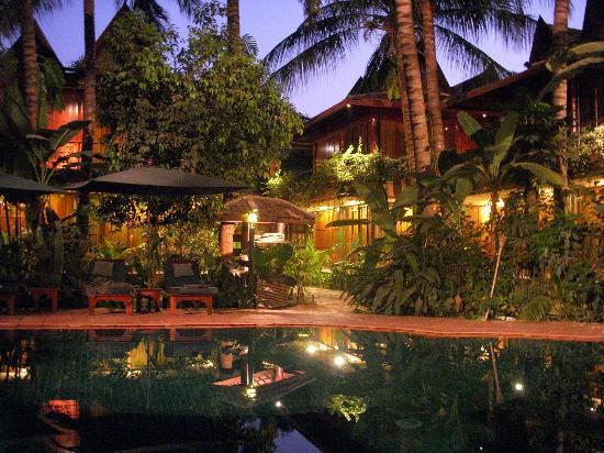 Angkor Village Hotel: piscine