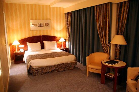 Le Chatelain Hotel: Chambre standard mais de belle taille