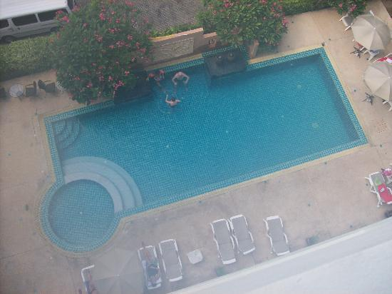 Crown Pattaya Beach: The view of the pool from our window