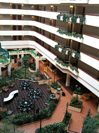 Holiday Inn University Plaza Bowling Green This Hotel Has A Lovely Atrium With Waterfall