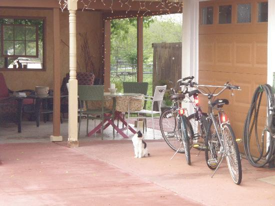 The Italian Place Guesthouse : ride the bikes