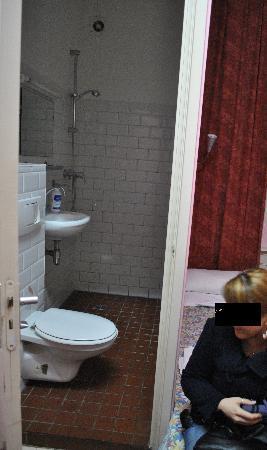 Hotel de Stern: bagno e letto di fianco