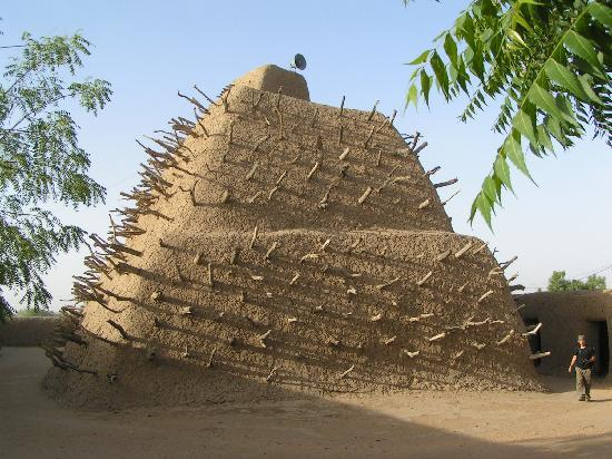 Gao, Malí: Tomb of Askia, May 2009