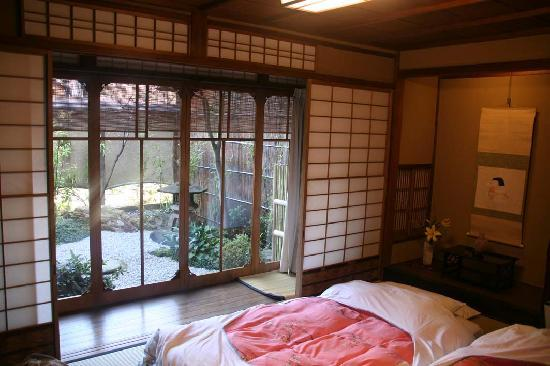 Shiraume: Umemi room and little garden