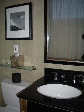 Bathroom picture of kimpton sir francis drake hotel san for Drakes bathrooms