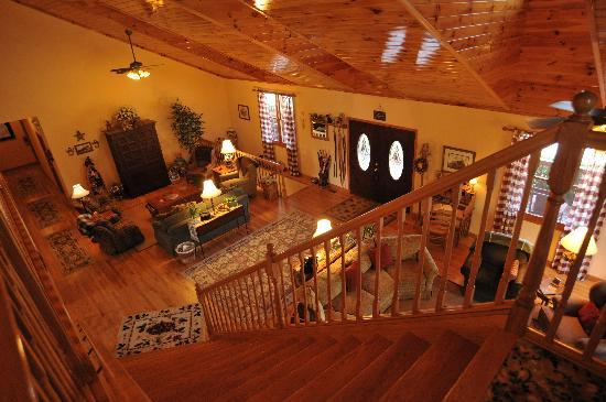 Berry Springs Lodge : Main Lodge Living Room