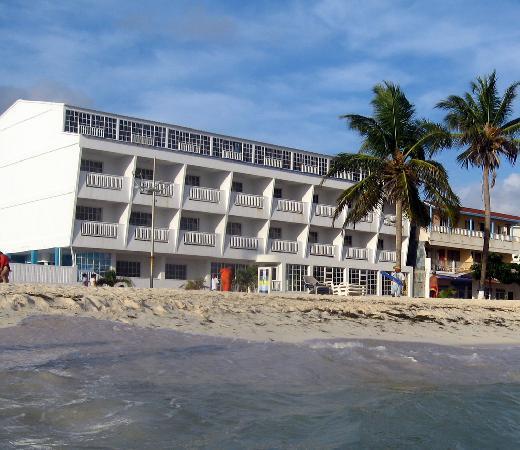 Hotel Bahia Sardina: El hotel, desde el mar