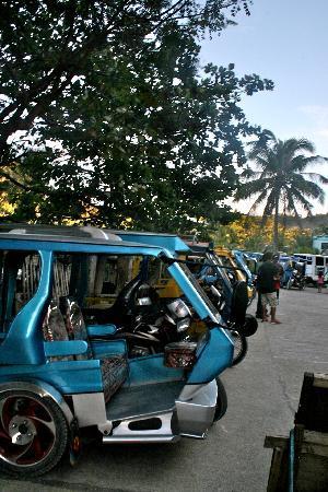 Yapak Beach (Puka Shell Beach): the cab is waiting for you
