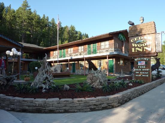 Cedar Wood Inn: Extérieur