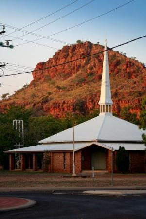 Kununurra, Australia: Anglican Church at foot of Kelly's knob