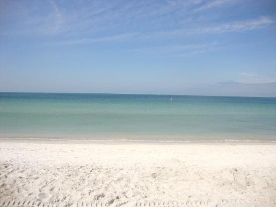 Saint Pete Beach, Flórida: Luckily, the sun was brightly shining and the waters were calm on my last day...what a way to en
