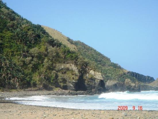 Port St Johns, Sydafrika: 3rd beach - enclosed within Silaka Nature/Game Reserve.  I wonder if locals have free access to