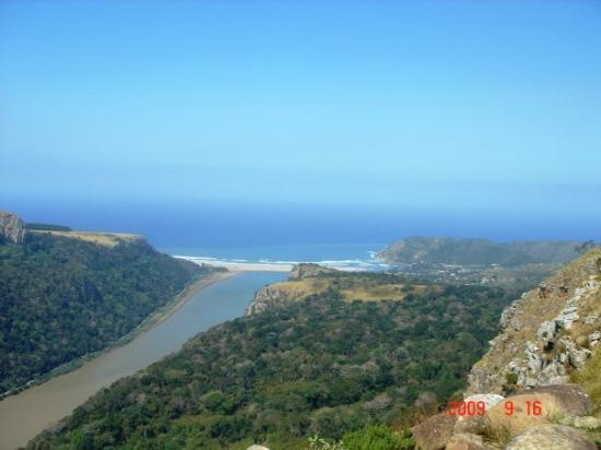 Port St Johns, Sør-Afrika: Umzivumbu River flowing into 1st beach