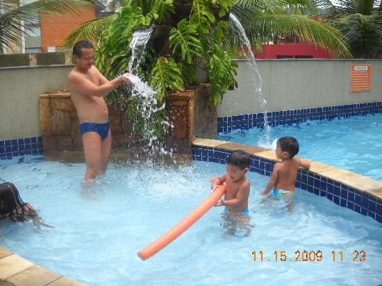 Hotel Ilhas do Caribe: Todos adoram a cascata.