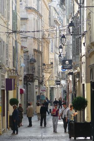 Une rue piétonne d'Avignon