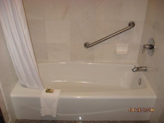 Drury Inn & Suites St. Louis O'Fallon, IL: Shower