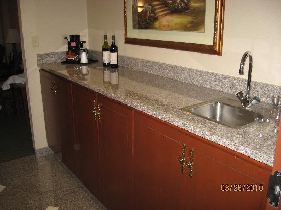 Drury Inn & Suites St. Louis O'Fallon, IL: Counter