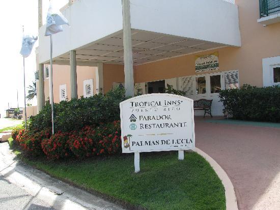 Parador Palmas De Lucia: Hotel Entrance