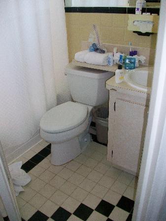 Marseilles Hotel: smallest bathroom ever