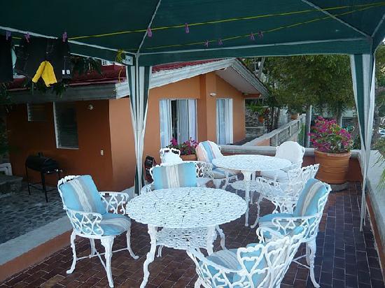 Casa Villa Palmera: ホテルの部屋の前にはバーベキュースペース