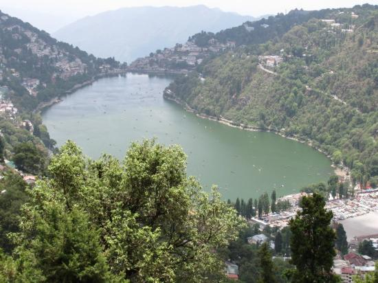 Nainital, Inde : Tallital from the View point - looks like a peanut.