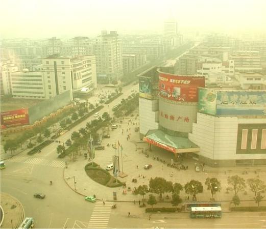 7 Days Inn Zhuzhou Hongweiqiao Bus Station: A hazy day in my favorite city in China-- Zhuzhou. April 2005.