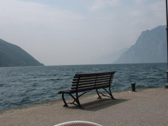 里瓦德爾湖照片
