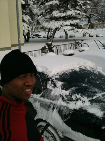 Misawa, Japan: Scraping the car before I go get a workout in....