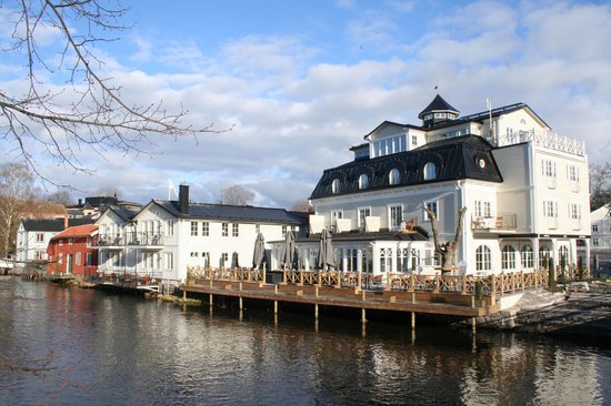 Norrtalje, Sweden: Rear of hotel from the river