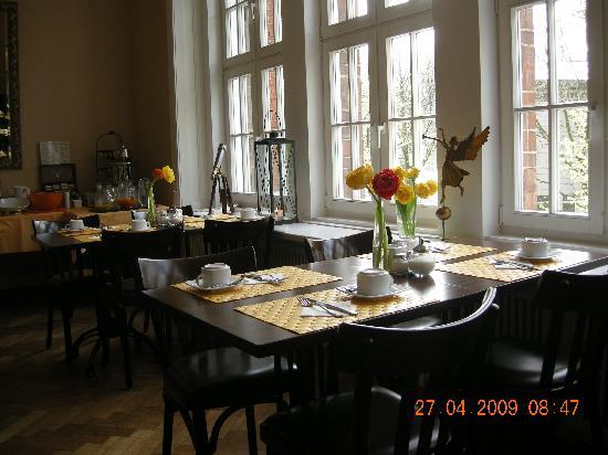 Hotel Wagner im Dammtorpalais: Tisch am Fenster